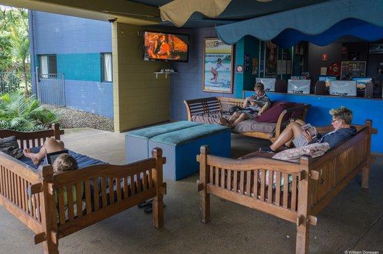 نومادز كيرنز: lounge area