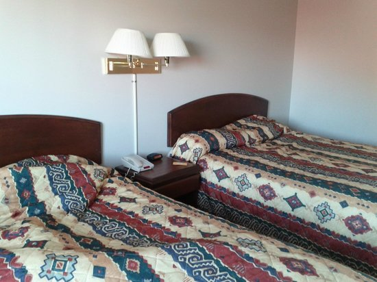 Acadian Inn: Comfortable Beds.