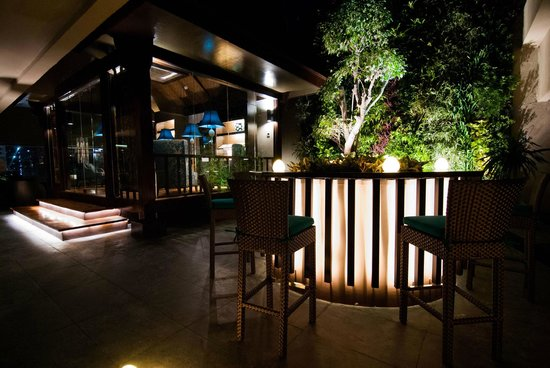 Dusit Thani Manila: An Outdoor Oasis at the Dusit Club Lounge