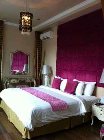 Kamuela Villas Seminyak: Bedroom with King size bed