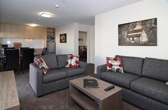 Lincoln Motel: Lounge 2 Bedroom Unit