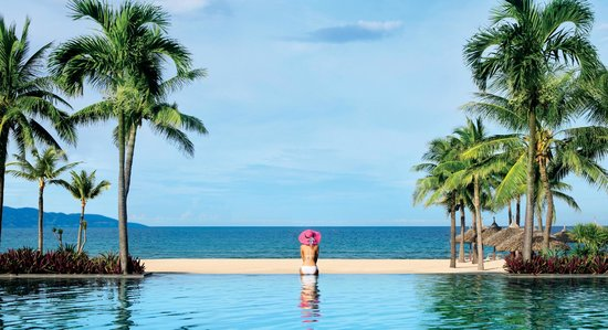 Furama Resort Danang: Furama pool with pink-hat girl