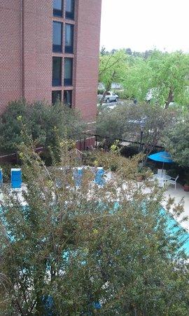 Hampton Inn Richmond-West: Pool area as seen from our 3rd floor room.