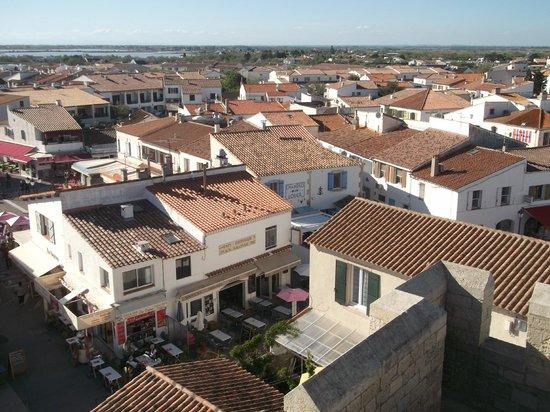 Le Cocardier : situer au centre du village