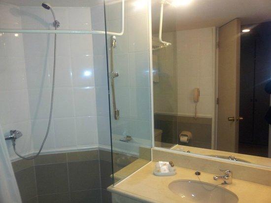 Alborada Hotel : El baño está remodelado