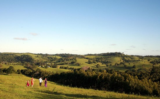 SummerHills Retreat Byron Bay: Lush rolling hills, beautiful peaceful setting