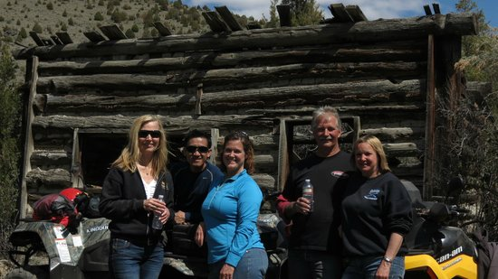 Montana ATV Adventures : Break time at a cabin at Pipestone