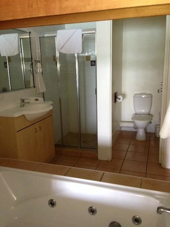 Coral Sea Resort: Bathroom