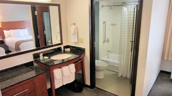 Hyatt Place Scottsdale/Old Town: Open concept bathroom