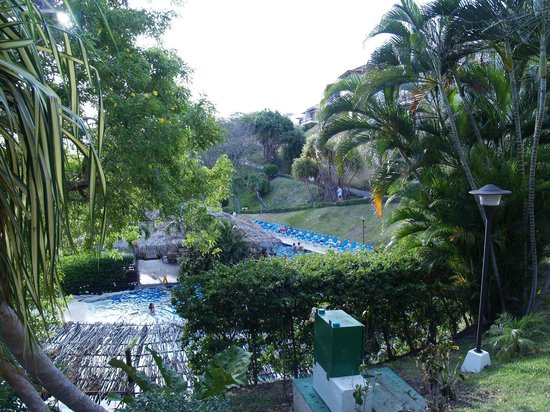 Villas Sol Hotel & Beach Resort: Party pool with swim up bar