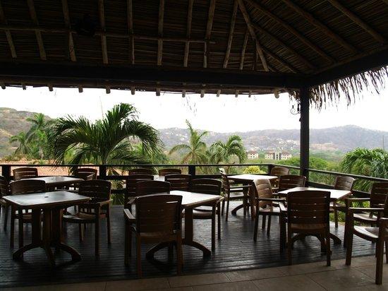 Villas Sol Hotel & Beach Resort: Snack bar by pool area