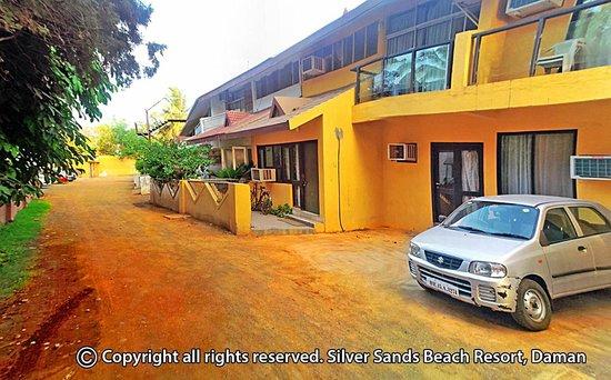 Silver Sands Beach Resort Daman Villas
