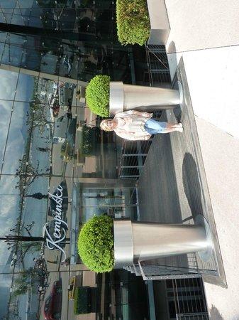 Grand Hotel Kempinski Geneva: front of hotel