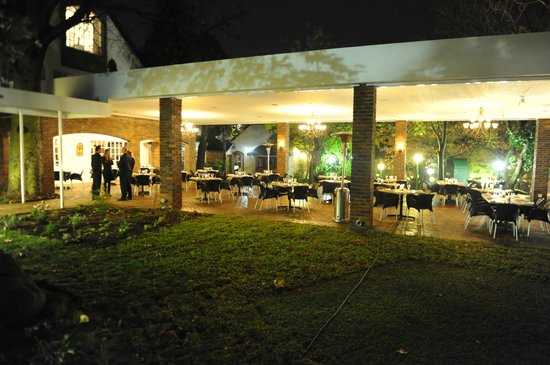 Gooderson Fabz Garden Hotel & Conference Centre: Patio Dining Area