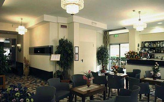 Hotel Haway : Hall interna dell'hotel