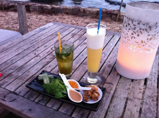 Mango Bay Resort: Beachbar Cocktail Time