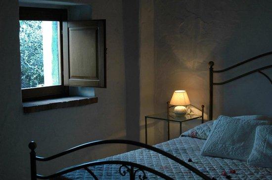 Villa Sos Pisches : camera matrimoniale