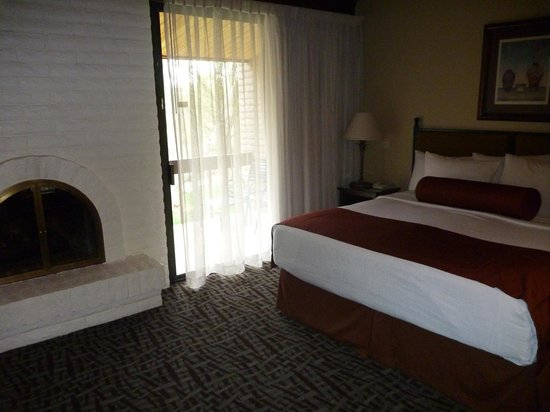 BEST WESTERN PLUS Arroyo Roble Hotel & Creekside Villas: Main bedroom of our villa