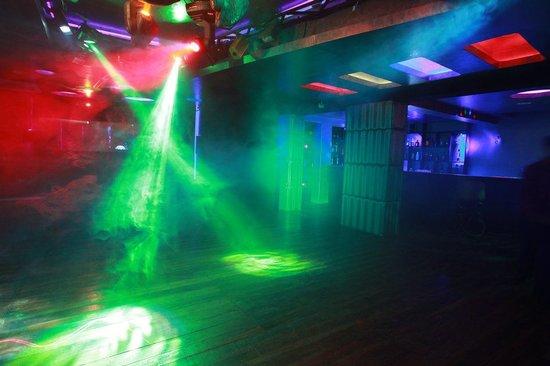Lucky Star Hotel: white house bar & lounge