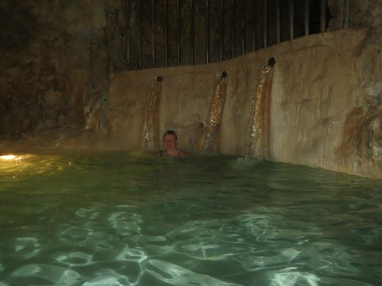 """Cave Bath of Miskolctapolca: A """"shower"""" in the under ground"""