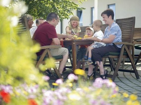 Trixi Ferienpark Zittauer Gebirge: Biergarten am Restaurant Trixis Inn