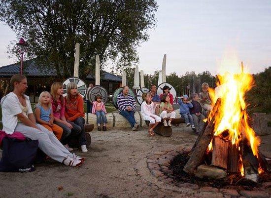Trixi Ferienpark Zittauer Gebirge: Feriendorf - Lagerfeuerromantik im Sommer