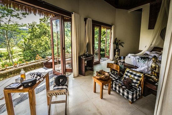 Dara Ayu Villas & Spa : The Villa Kunti master suite