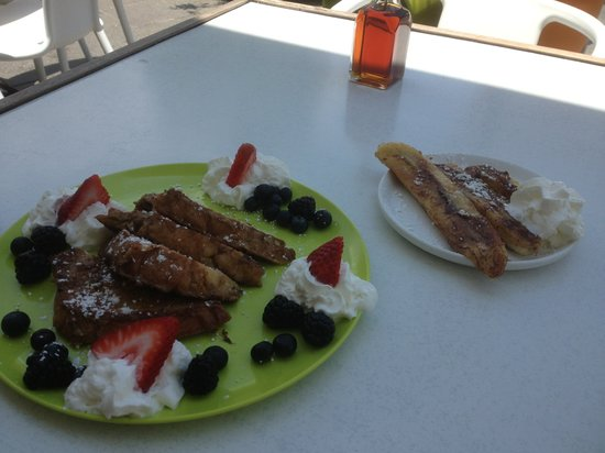 Ben & Jerry's Condado: French toast with grilled bananas