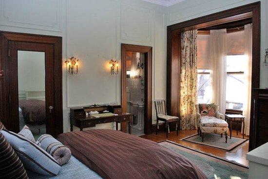 The Inn at Irwin Gardens: Xenia Suite