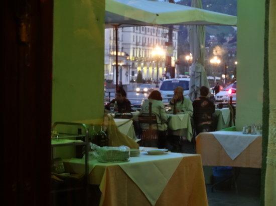 Porto di Savona : terasse Piazza VENETO