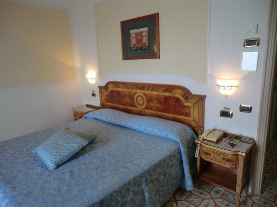 Grand Hotel Royal: Bett