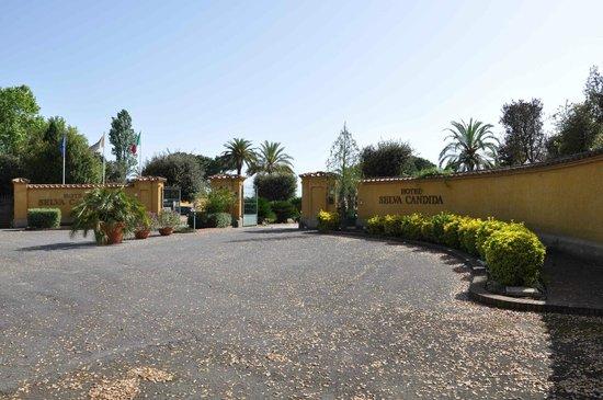 Hotel Selva Candida : Entrée au 200 via Di Selva Candida