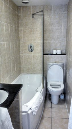 Jorvik Hotel: bathroom