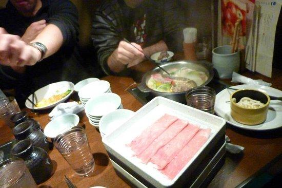 Nabezo Shinjuku 3 Chome: Shabu shabu y sukiyaki