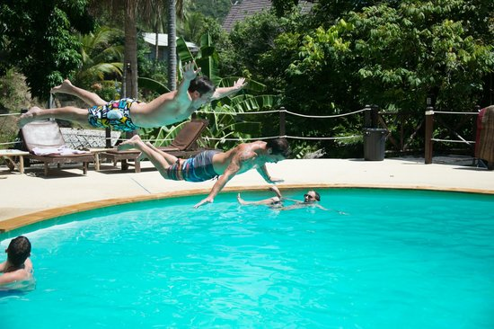Shiralea Backpackers Resort: Pool Shenanigans