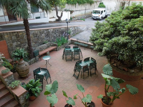 Hotel Arno Bellariva: giardinetto