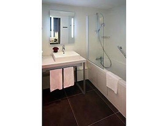 Mercure Paris Montmartre Sacre Coeur: Bathroom