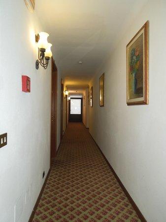 Hotel Arno Bellariva: corridoio