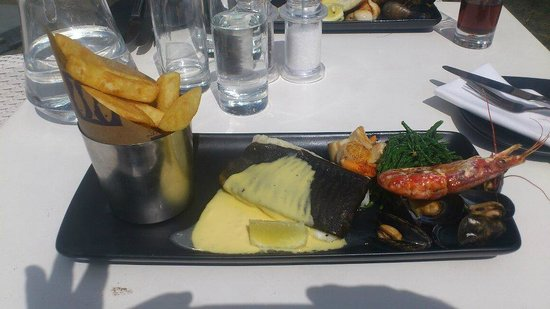 Loch Fyne Elton: My Halibut with twice cooked chips, Samphire, hollandaise and a side of prawn, mussels and scall