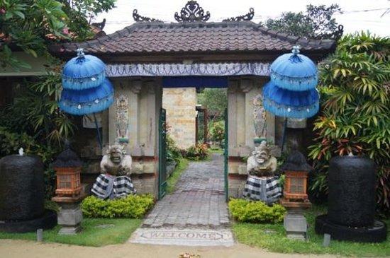 Segara Agung Hotel: Вход в отель