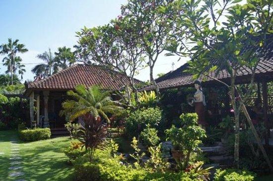 Segara Agung Hotel: Домики с номерами