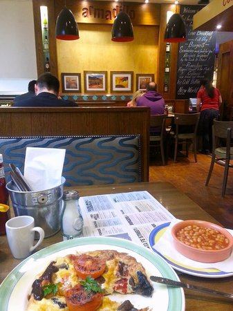 Armadillo Cafe and Grill: Armadillo interiors & food