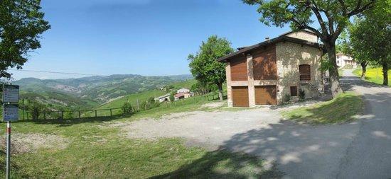 Guiglia, Italie : Ampio parcheggio con vista panoramica