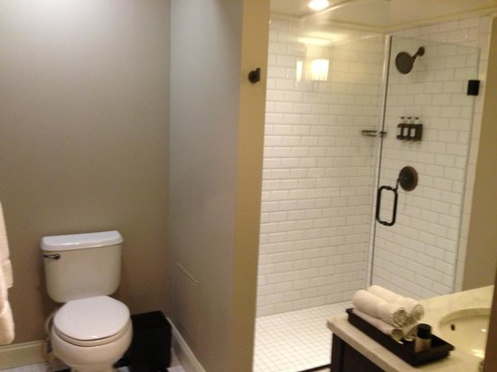 The Oliver Hotel: Lavish Bathroom