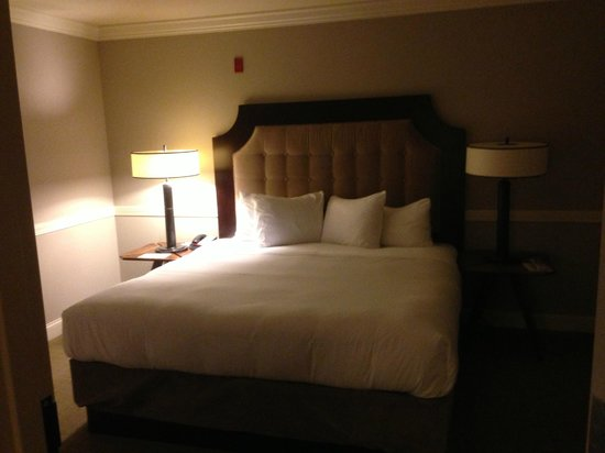 The Oliver Hotel: King Bed
