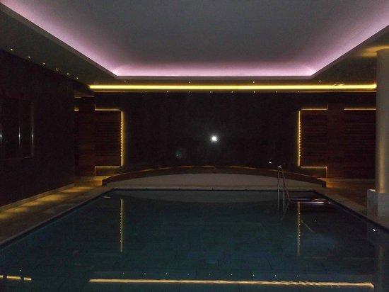 Hotel Aaritz: illuminazione piscina