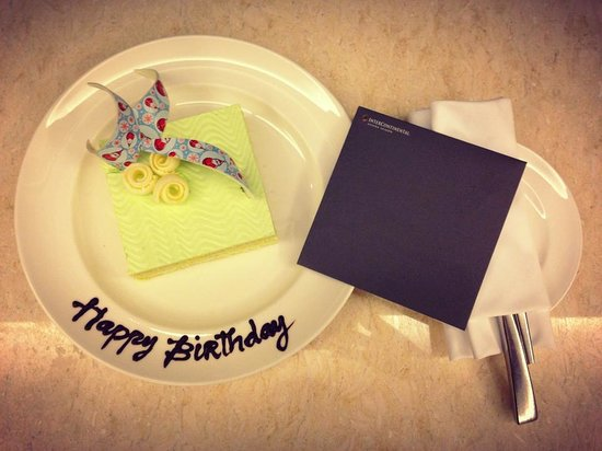 InterContinental Saigon Hotel : Surprise birthday cake from the hotel staff!