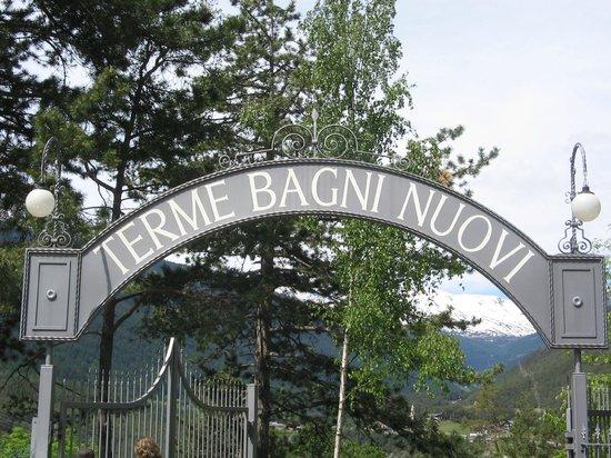 https://media-cdn.tripadvisor.com/media/photo-s/03/df/cc/00/bagni-di-bormio-spa-resort.jpg