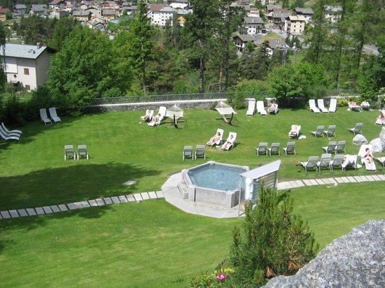 https://media-cdn.tripadvisor.com/media/photo-s/03/df/cc/14/bagni-di-bormio-spa-resort.jpg