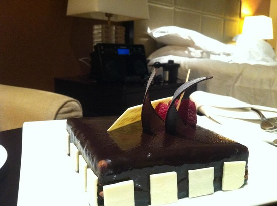 The Address Dubai Marina: cake